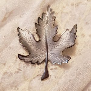 Jewelry - Silver Tone Maple Leaf Brooch Pin
